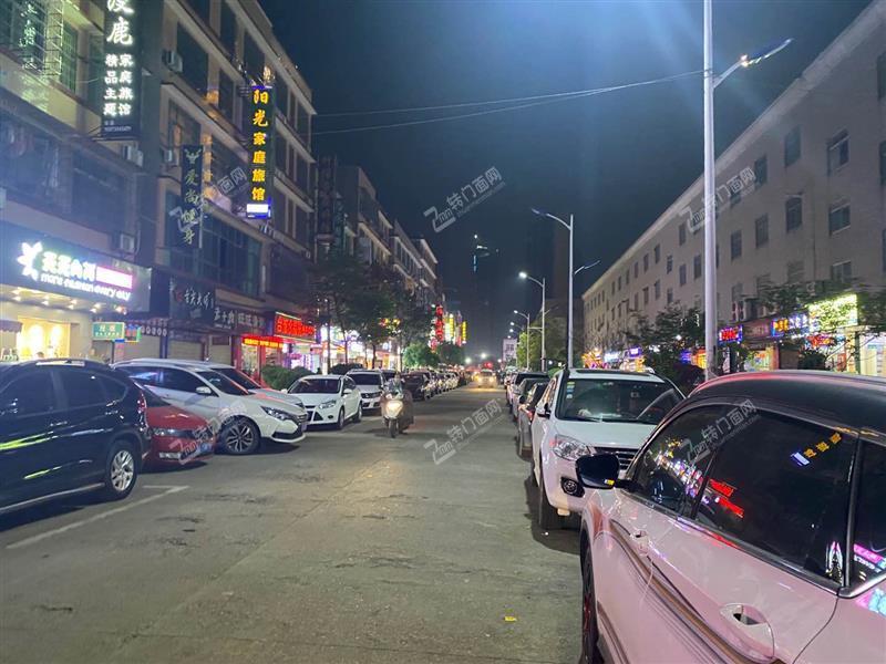 医学院商业街双门面120平旺铺出租