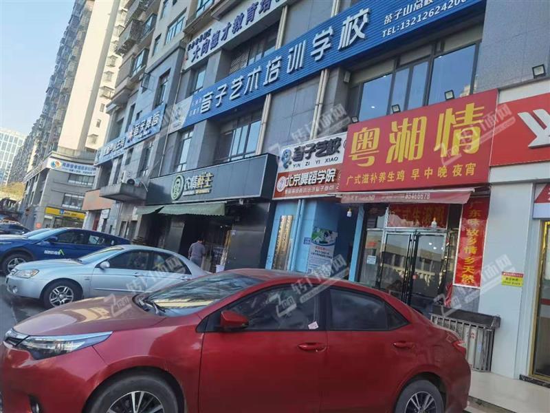 急转小区出入口93平米临街餐馆旺铺(适合任何行业限制)